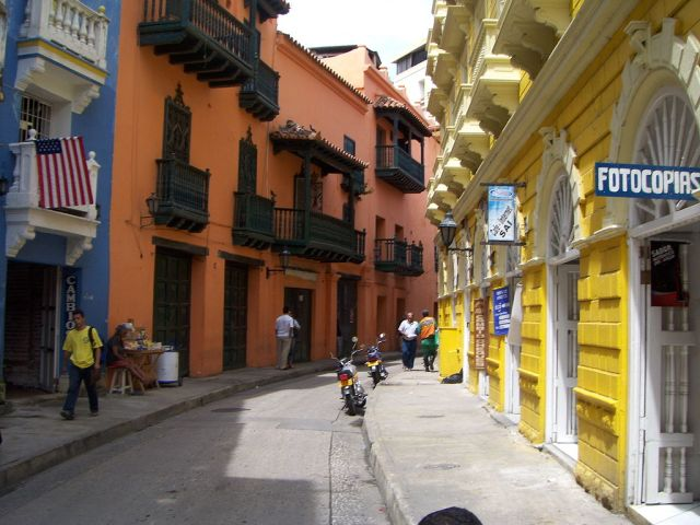 Streets of cartagena By Cbrough - personal computer, Public Domain, https://commons.wikimedia.org/w/index.php?curid=5202587