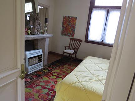 h-guest-bedroom